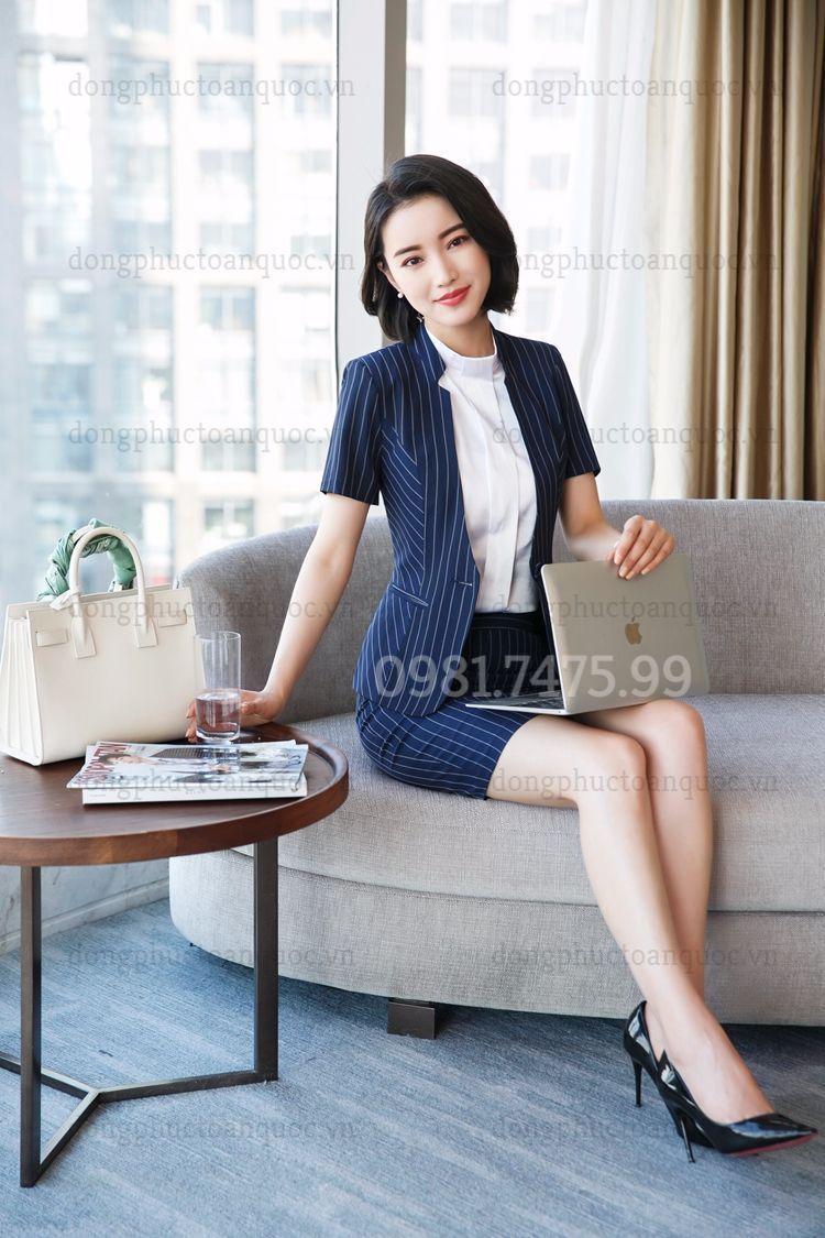Mẫu vest nữ văn phòng thời trang giúp phái đẹp tự tin và thời thượng  74f