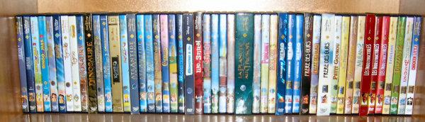 Postez les photos de votre collection de DVD Disney ! Disney_etage_3