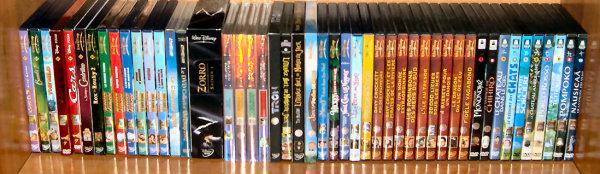 Postez les photos de votre collection de DVD Disney ! Disney_etage_4