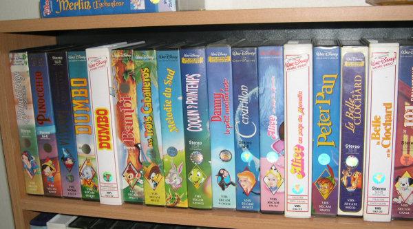Postez les photos de votre collection de DVD Disney ! Video_etage1_1