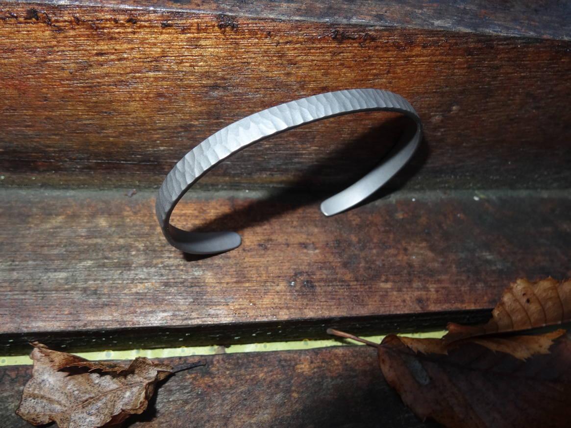 Mes cadeaux de noël (bracelets et bague titane) DSC08229