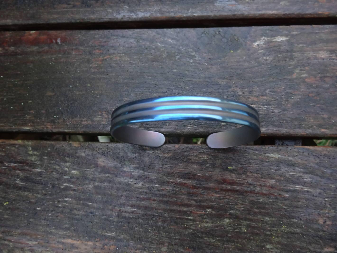 Bracelet Titane fraisé et double anodisation pour la st valentin DSC08286