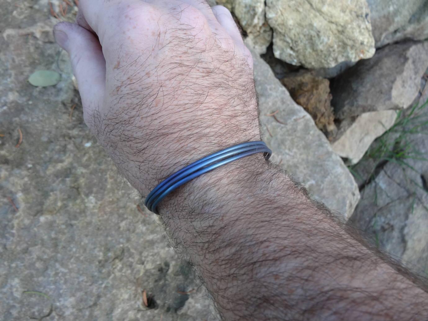 Bracelet d'inspiration médiévale en titane DSC08146