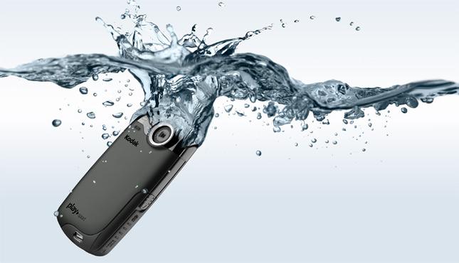 Карманная HD-видеокамера  KODAK PLAYSPORT - мечта двоечников и туристов 0900688a80c47a3a_EKN036801_PLAYSPORT_black_style_645x370