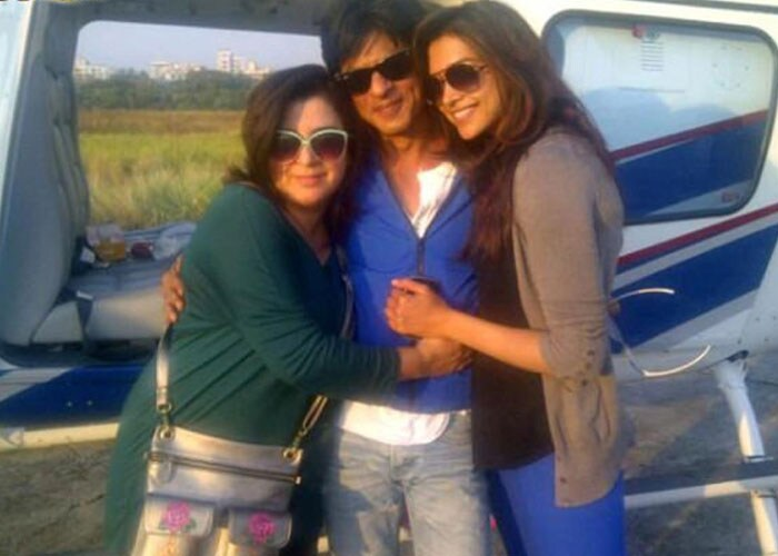SRK, Deepika and Rohit Shetty at posters of Chennai Express Srk-deepika-farah