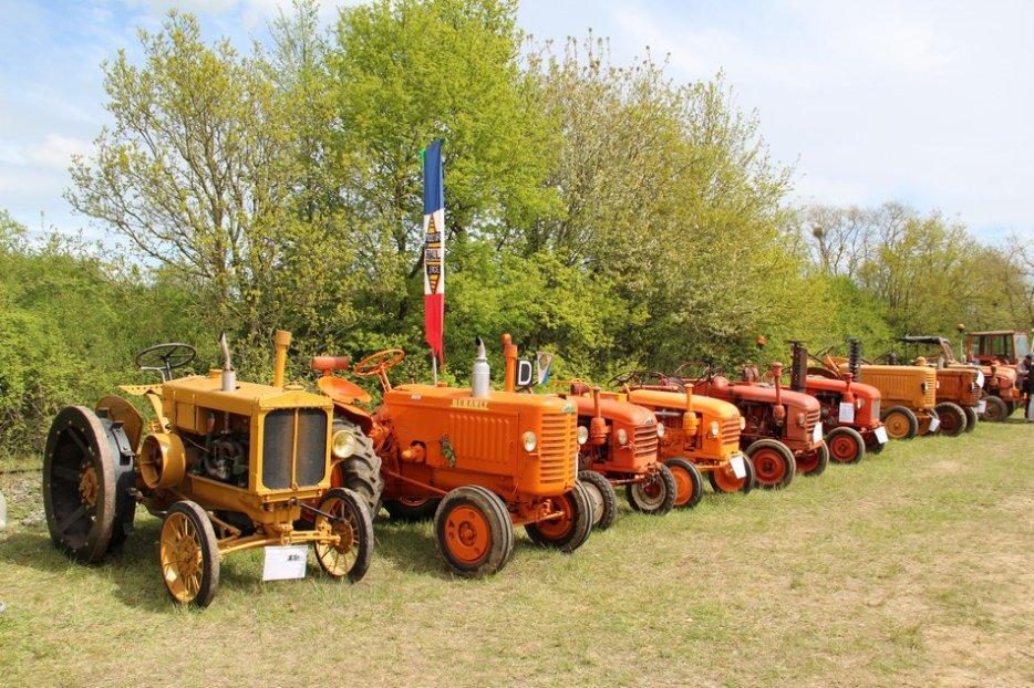 un 411 parmi les tracteurs agricoles à PEZET LE ROBERT (72) 3160370644_2_12_k3ST0qRP