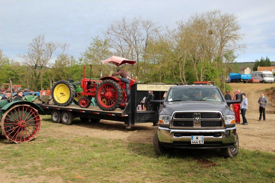un 411 parmi les tracteurs agricoles à PEZET LE ROBERT (72) 3160370644_2_4_VJGHuH3K