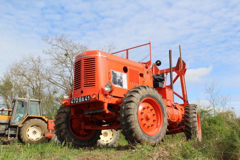 un 411 parmi les tracteurs agricoles à PEZET LE ROBERT (72) 3160370644_2_6_vxybQFTX