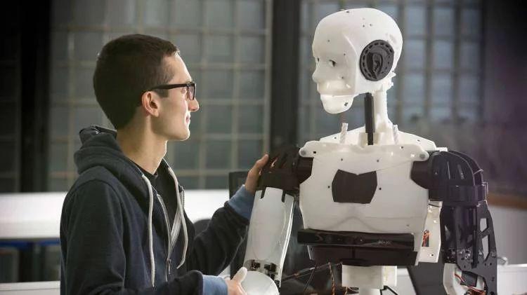 Заслуживает ли обладающая чувствами машина человеческого отношения? Robots_main