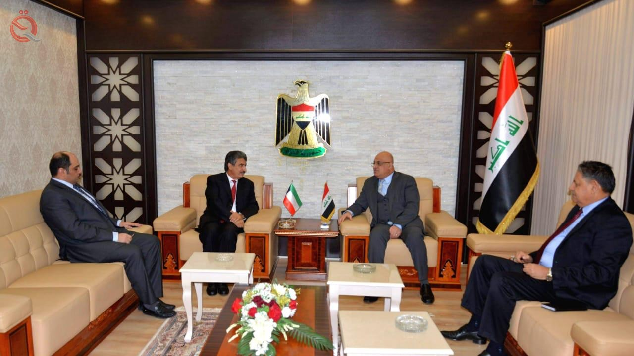 Minister of Commerce discusses with the Kuwaiti ambassador to Iraq the increase in the volume of trade exchange 12672
