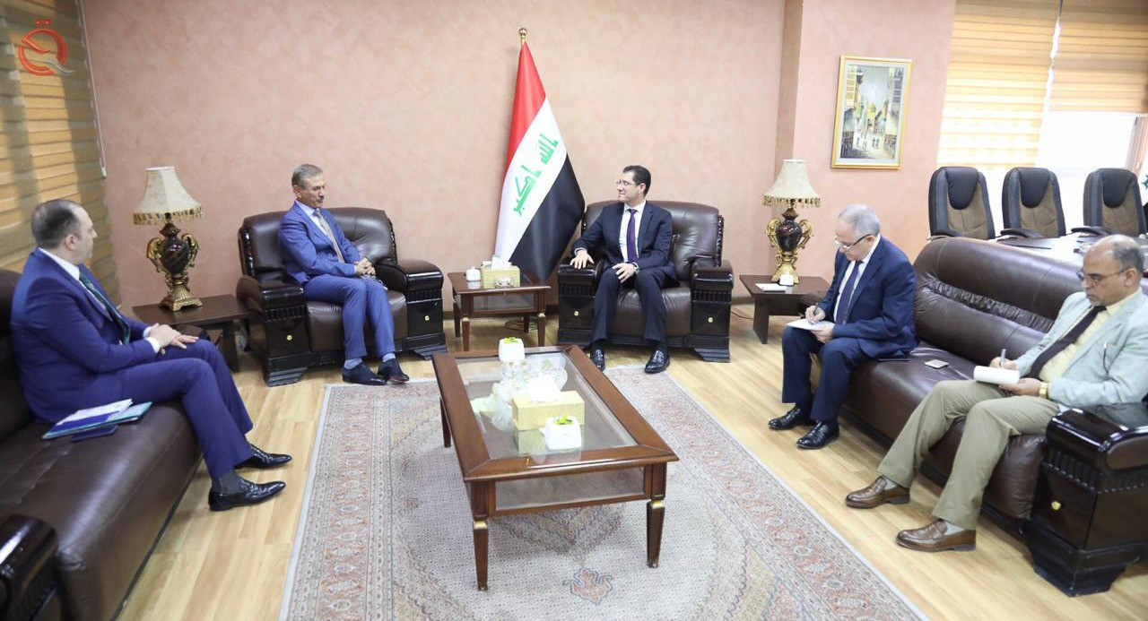 Minister of Planning discusses with the Association of Iraqi private banks to strengthen the role of the financial and banking sector 13850