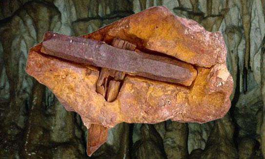 Les Anciens terriens sont-ils des extraterrestres ? - Page 2 Marteau-kingoodie-grotte-fauxmonnayeurs-suisse-688po