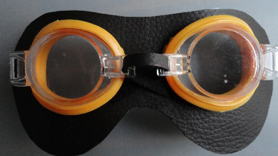 Mis primeras goggles (tutorial) Antifaz-soporte-con-las-gafas
