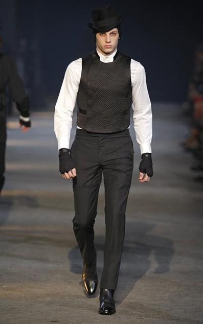 Moda actual masculina de inspiración victoriana Alexander-mcqueen-2