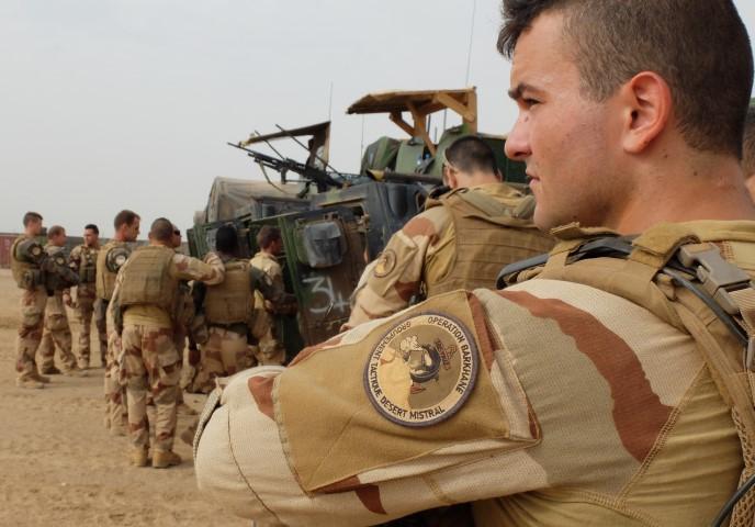 Très belles photos de soldats varois dans la fournaise malienne   Notre envoyé spécial a suivi, à Gao, les militaires varois de l'opération Barkhane. Entre humanitaire et sécurisation, une guerre pour la paix. Immersion. 10-08-2015-09-14-32