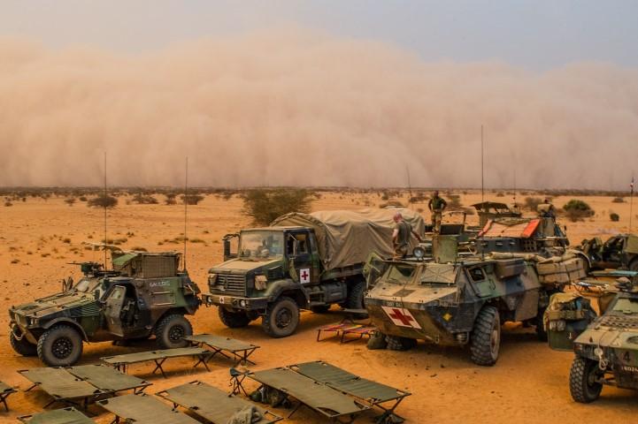 Très belles photos de soldats varois dans la fournaise malienne   Notre envoyé spécial a suivi, à Gao, les militaires varois de l'opération Barkhane. Entre humanitaire et sécurisation, une guerre pour la paix. Immersion. 10-08-2015-09-15-21