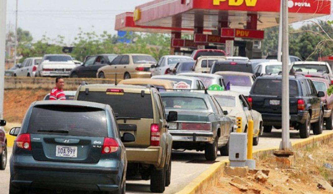 Táchira - Venezuela un estado fallido ? - Página 16 Cola-gasolina-Valencia
