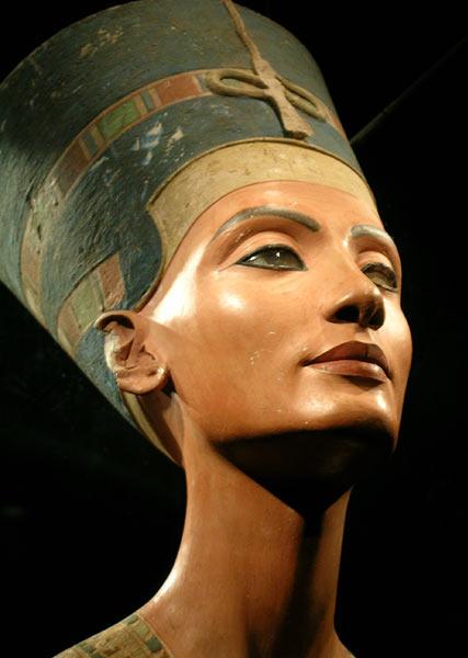 Иегова и Адам - Страница 3 Nefertiti-bust