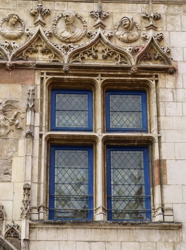 Des fenêtres d'hier et d'aujourd'hui. - Page 6 G_gEW2pxv8AjxluMRDFhvGi3ei4