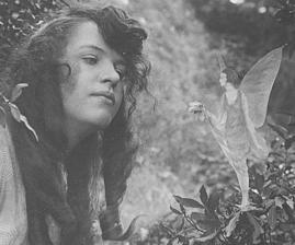 Des dizaines de fées photographiées au Royaume-Uni ANdKwmwDCXYgZtBBFTz_rycOwJ0