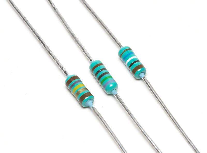 ميدان الظواهر الكهربائية    800px-3-resistors