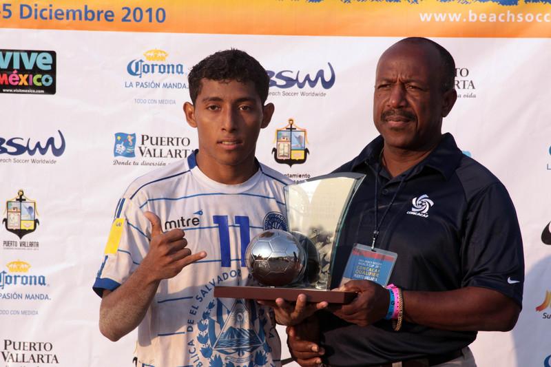 Campeonato CONCACAF - Puerto Vallarta 2010 - Italia 2011: El Salvador 3 Mexico 5. PlayaFutbol-ES2010-ES3M5-Velasquez1