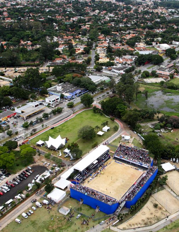 Velasquez, Portillo y Guardado en el Mundialito de Clubes 2011. PlayaFutbol-MC2011-Estadio2