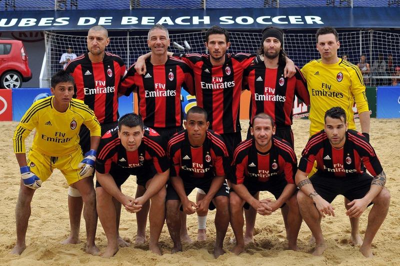 Velasquez, Portillo y Guardado en el Mundialito de Clubes 2011. PlayaFutbol-MC2011-Portillo1