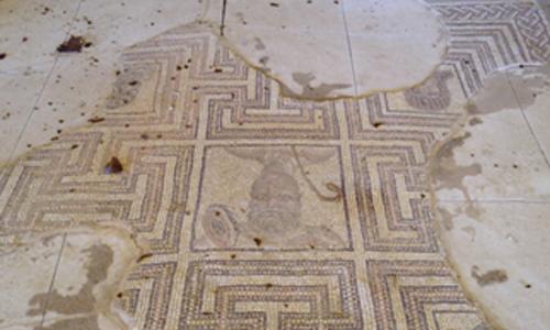 Hallan en Écija un edificio romano «colosal» de hace dos mil años Foto-mosaico-deteriorado-2
