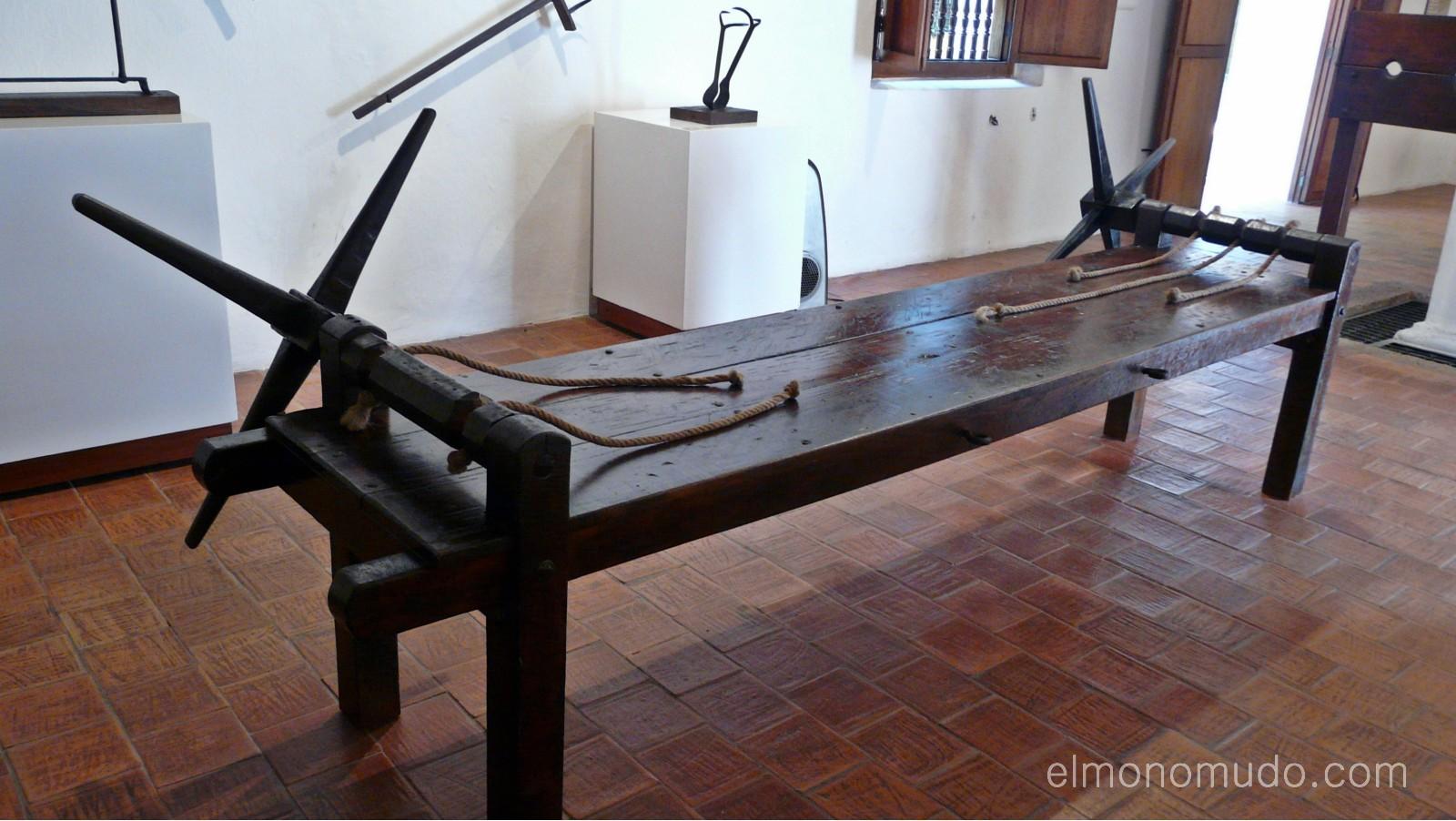 Instrumentos  de tortura reales P1080578-1600x1200