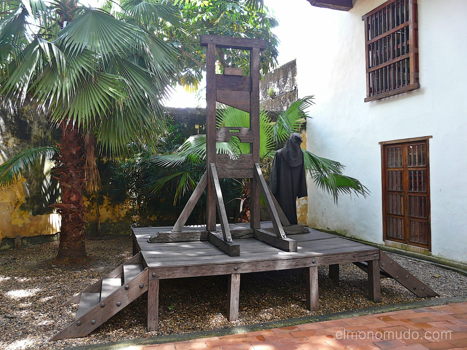 Instrumentos  de tortura reales P1080583-1600x1200