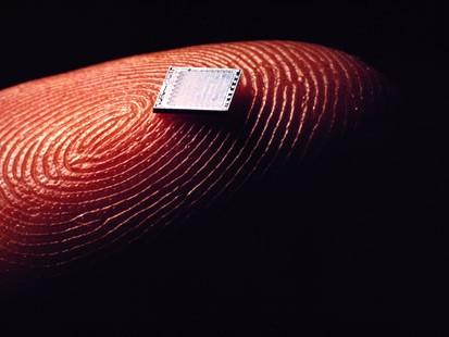 Chip bajo la piel EDIT: EEUU lo aprueba para el 2013 Pd_microchip_070828_ms