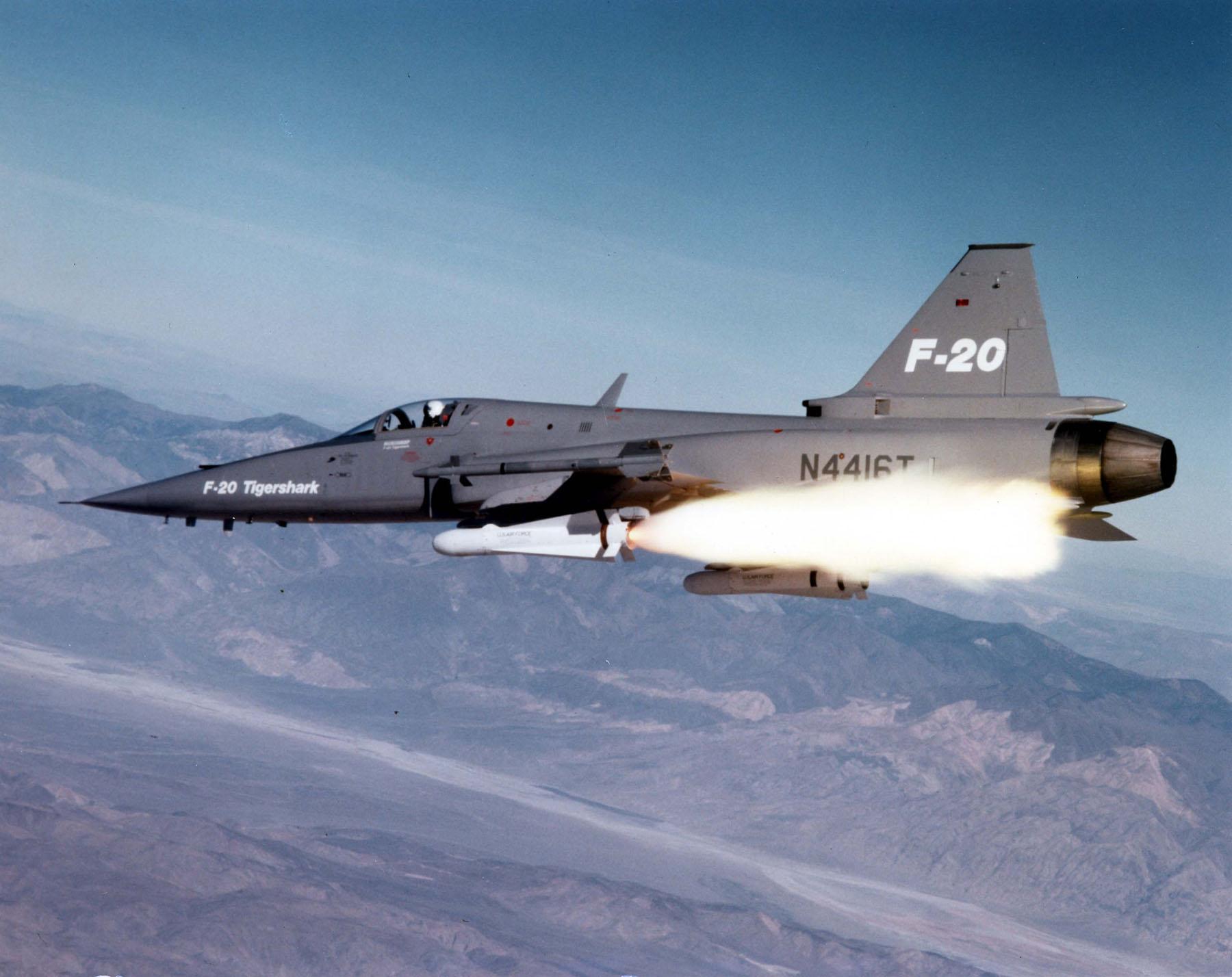 الطائرة المقاتلة المتعددة المهام F – 20 Tigershark F-20_firing_a_missile