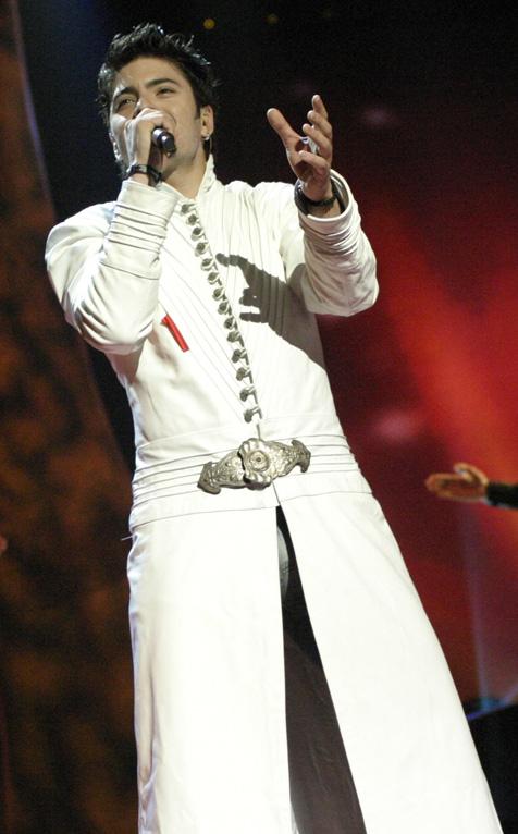 Potraga za eurovizijskim odijelom/kostimom od Toše Proeskog! Tose_Proeski