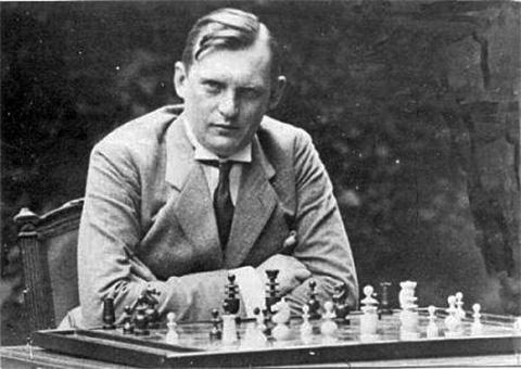 الكسندر أليخين (1892 - 1946)  Alekhine01