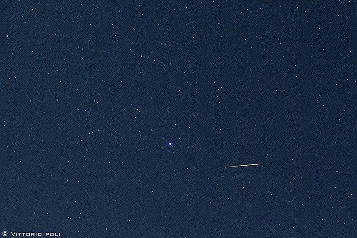 Legendary Draconid meteors peak after sunset October 8 Draconid_meteor_Lyra_Italy_10-8-2011_Vittorio-Poli