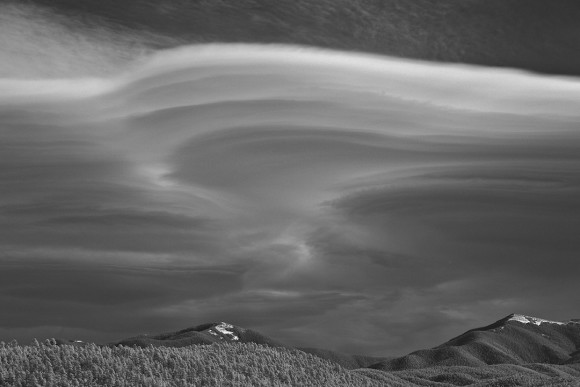 Lenticular clouds look like UFOs Lenticular-Richard-T-Hasbrouck-Truchas-NM-1-3-2014-e1393975966663