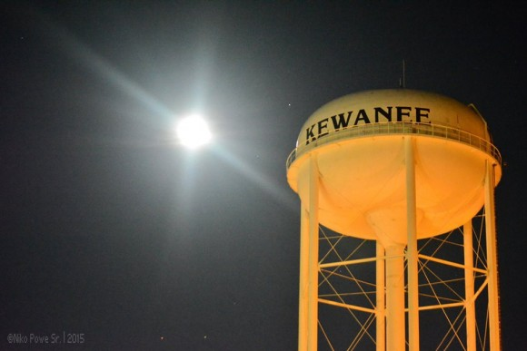 Full Strawberry Moon on June 2 Moon-watertower-saturn-Niko-Powe-6-1-2015-e1433241661616