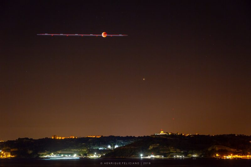 Beautiful photos & Videos! Full moon eclipse and Mars Eclipse-mon-mars-airplane-e1532777614576