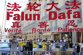 法轮大法 - Falun Gong ou Falun Dafa - 法輪大法 2010-7-22-falun-gong-france-720-2-01--ss