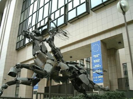 The Secret World : le MMO qui change tout ! Europa-Statue-EU-Headquarters-Brussels-460x345