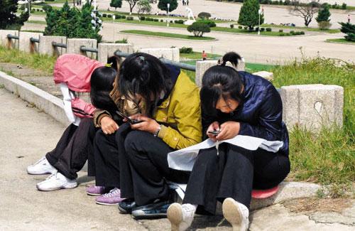 Triều Tiên tạm cấm sử dụng điện thoại di động trong thời gian... 2010100401009_0