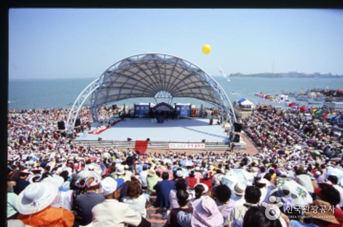 في كوريا:مهرجان لإنشقاق البحر {معجزة نبي الله موسى} 507923_image2_1