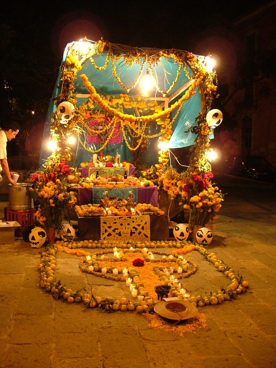 EL FORO ACTIVO DE LA FAMILIA MICHOACANA  Altar_muertos