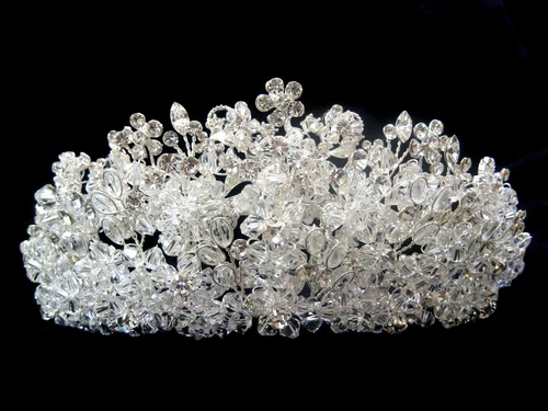 Since Miss Earth will be held soon in Austria... Royal-collection-amazing-swarovski-crystal-wedding-tiara-crown-sale-8