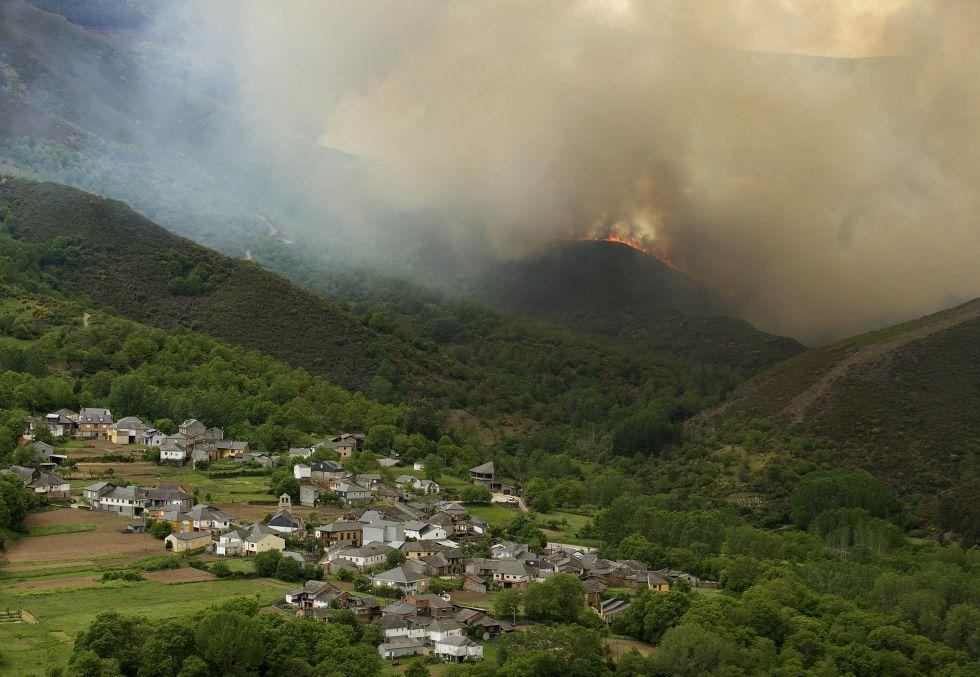 Galiza, incendios: La Xunta admite que en As Fragas do Eume han ardido 750 hectáreas.  1399402417_156917_1399402531_album_normal