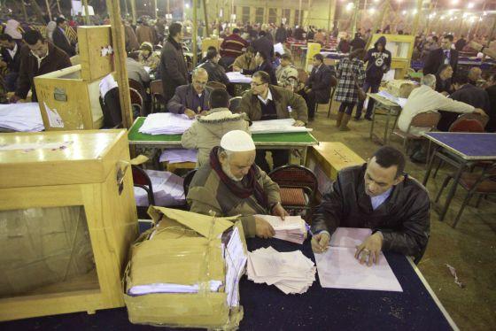 Egipto:  lo que dicen y lo que hacen el Estado y  las  fuerzas capitalistas. - Página 2 1326484427_180318_1326487087_noticia_normal