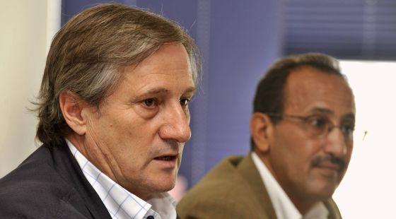 Rabat expulsa del Sáhara al eurodiputado Willy Meyer y al candidato de IU José Pérez Ventura. 1319997220_236465_1319997307_noticia_normal