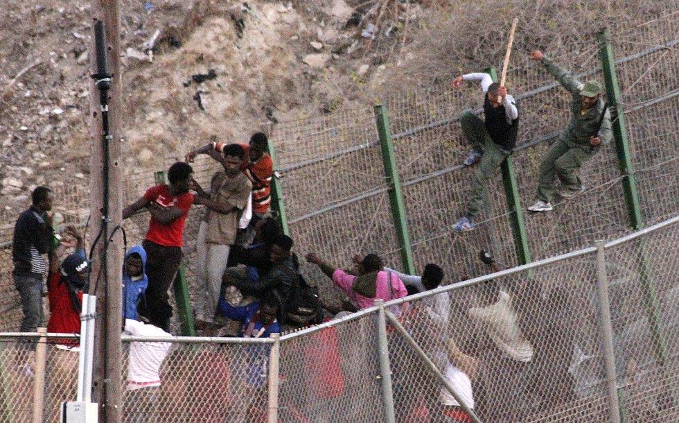 España: deportaciones, discriminaciones, redadas,  explotaciones... contra inmigrantes. - Página 2 1403085385_569976_1403086124_album_normal