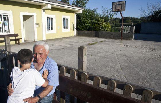 Galiza: La Xunta continúa cerrando escuelas rurales. 1373044579_864017_1373131000_noticia_normal